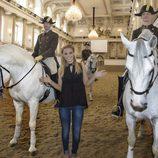 Edurne en la Escuela Española de Equitación de Viena antes de Eurovisión 2015
