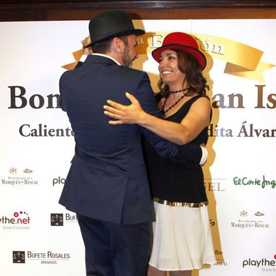 Fernando Tejero y Pepa Bueno bailando un chotis en la entrega de los Bombines de San Isidro 2015