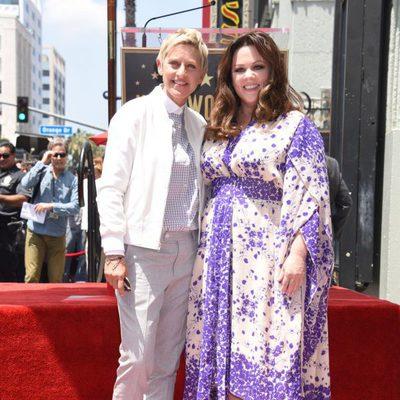 Melissa McCarthy recibe su estrella en el Paseo de la Fama arropada por Ellen DeGeneres