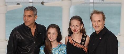 George Clooney, Raffey Cassidy, Britt Robertson y Brad Bird en la premiere española de 'Tomorrowland'