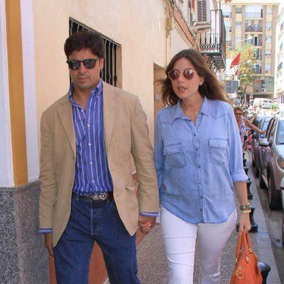 Fran Rivera y Lourdes Montes en la capilla ardiente de Manuel Molina en Sevilla