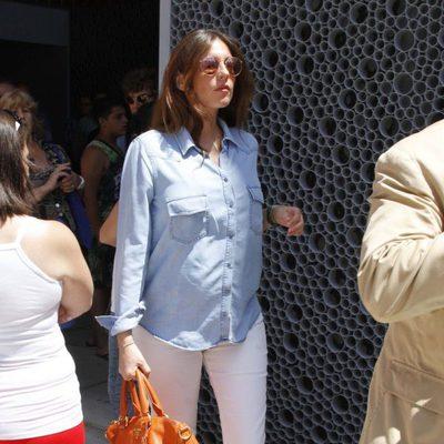 Lourdes Montes en la capilla ardiente de Manuel Molina en Sevilla