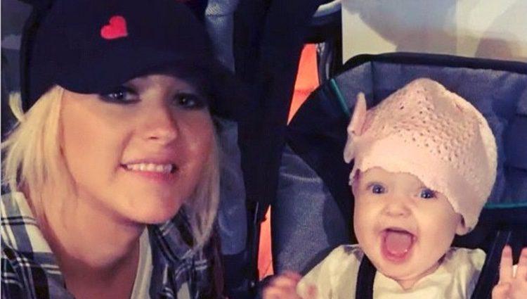 Christina Aguilera con su hija Summer Rain en Disneyland