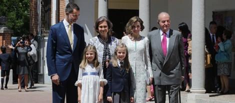 La Familia Real Española en la Comunión de la Princesa Leonor