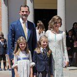 Los Reyes Felipe y Letizia con sus hijas en la Primera Comunión de la Princesa Leonor