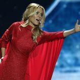 Edurne con la túnica roja durante su segundo ensayo en Viena para Eurovisión 2015