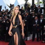 Lady Victoria Hervey deja al descubierto su ropa íntima durante el Festival de Cannes 2015