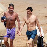 Matt Bomer con su marido Simon Halls durante unas vacaciones en Hawaii