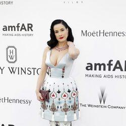 Dita Von Teese en la gala amfAR del Festival de Cannes 2015