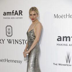 Sienna Miller en la gala amfAR del Festival de Cannes 2015