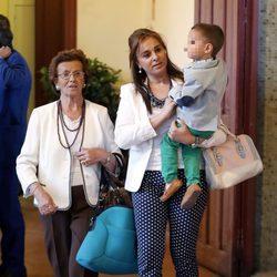 Ana María Aldón con su hijo José María en los toros
