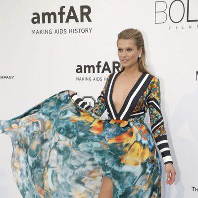 Toni Garrn en la gala amfAR del Festival de Cannes 2015