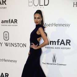 Madalina Ghenea en la gala amfAR del Festival de Cannes 2015