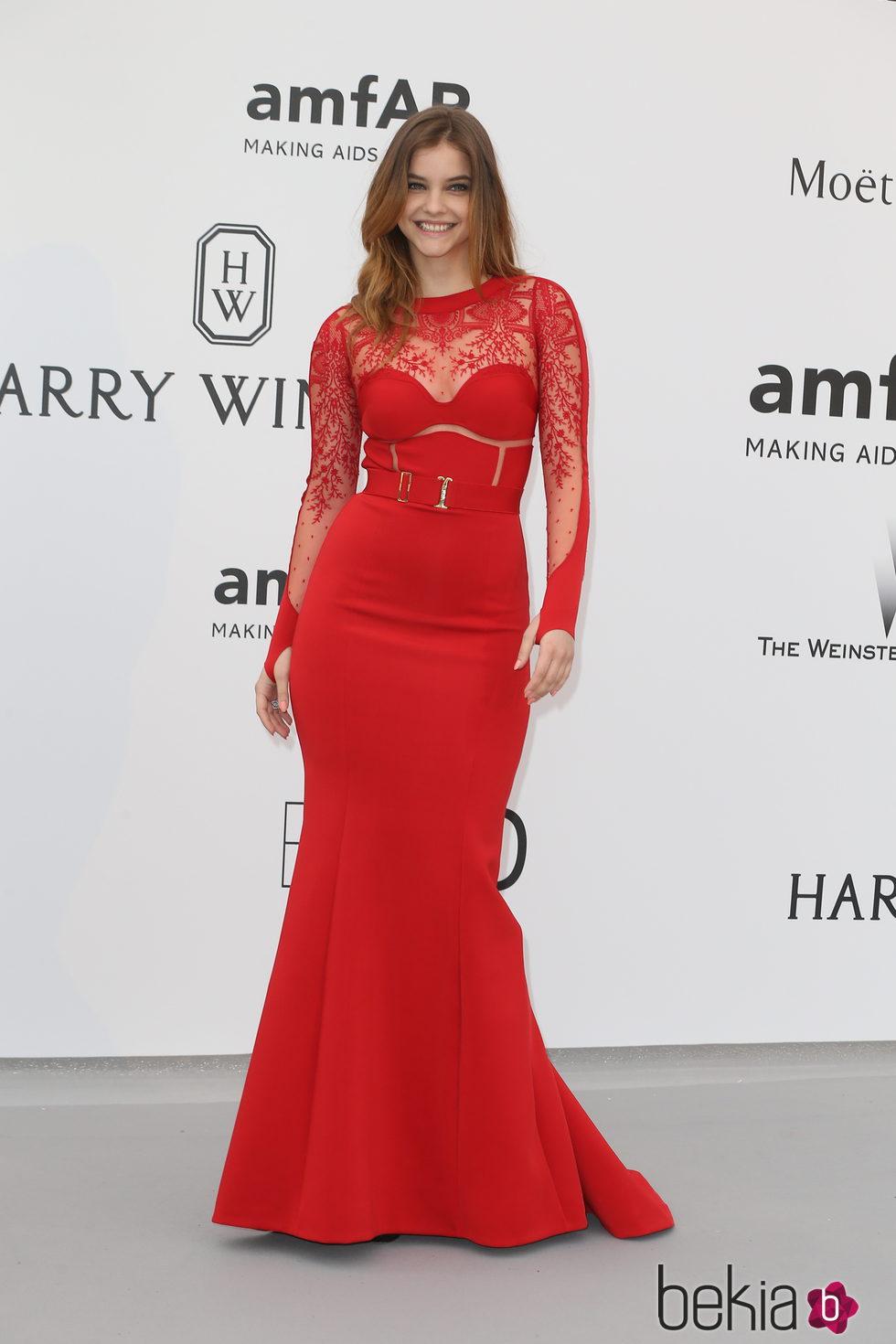 Barbara Palvin en la gala amfAR del Festival de Cannes 2015
