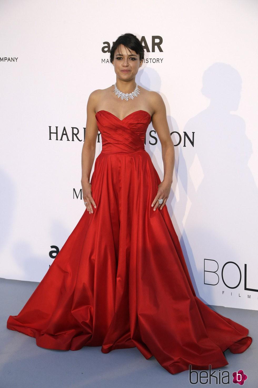 Michelle Rodriguez en la gala amfAR del Festival de Cannes 2015
