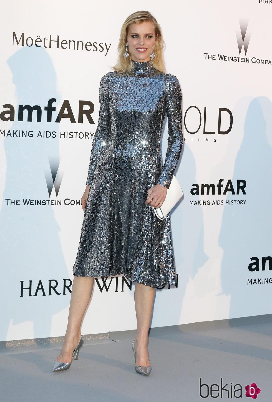 Eva Herzigová en la gala amfAR del Festival de Cannes 2015
