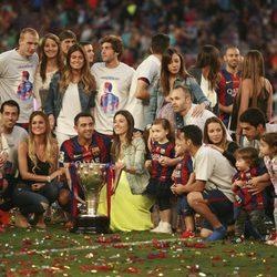 Los jugadores del Barça celebran la Liga 2014/2015 con sus mujeres e hijos
