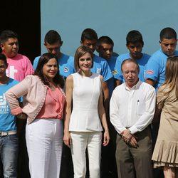 La Reina Letizia visitando un centro de Comayagua