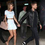 Taylor Swift con Calvin Harris dirigiéndose a Little Italy