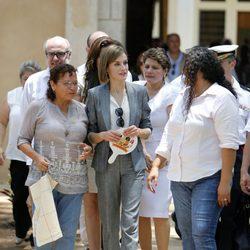 La Reina Letizia durante su visita de cooperación a la población de El Salvador Suchitoto