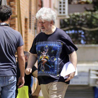 Pedro Almodóvar en el set de rodaje de 'Silencio' en Madrid
