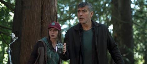 George Clooney y Britt Robertson en 'Tomorrowland: El mundo del mañana'