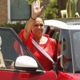 Isabel Pantoja saluda emocionada al salir de la cárcel para su primer permiso