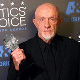 Jonathan Banks en los premios Critics' Choice Awards 2015