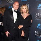 Jessica Lange y un acompañante en los premios Critics' Choice Awards 2015