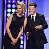 Sarah Paulson y Ben McKenzie en los premios Critics' Choice Awards 2015