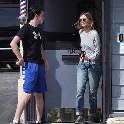 Calista Flockhart haciendo recados con su hijo Liam en Santa Mónica