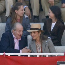 El Rey Juan Carlos, la Infanta Elena y Victoria de Marichalar en una corrida de toros de San Isidro 2015