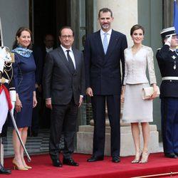 Los Reyes Felipe y Letizia con François Hollande y Ségolène Royal en el Elíseo
