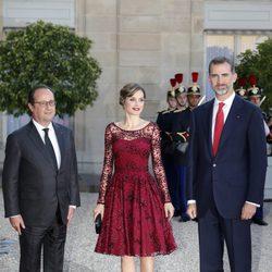 Los Reyes Felipe y Letizia con François Hollande en la cena de gala celebrada en su honor en El Elíseo