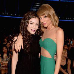 Lorde y Taylor Swift en los American Music Awards 2014