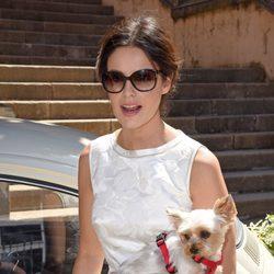 Marta Torné con su perrito el día de su boda