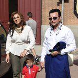 José Ortega Cano con Ana María Aldón y su hijo José María en los toros tras salir de la cárcel de Zuera
