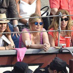 Terelu Campos con sus amigas en una corrida de toros