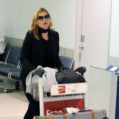 Kate Moss en un aeropuerto canadiense