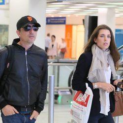 Carlota Casiraghi con Gad Elmaleh en el aeropuerto de París
