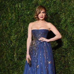 Jennifer Lopez en la alfombra roja de los Premios Tony 2015