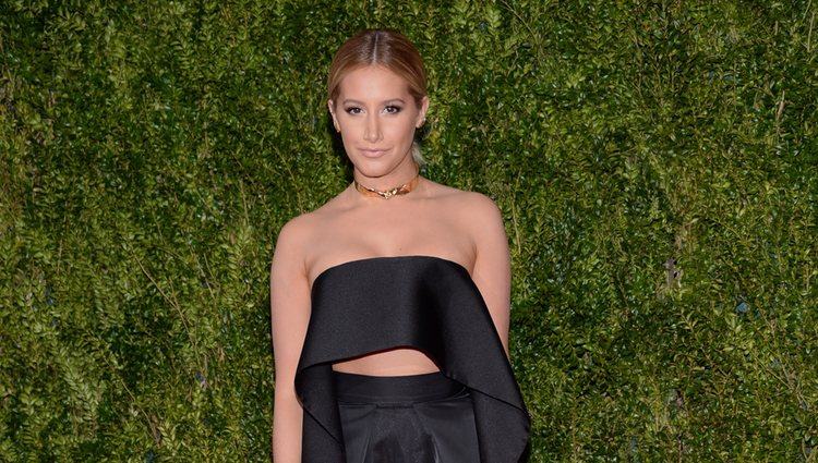 Ashley Tisdale en la entrega de los Tony Awards 2015