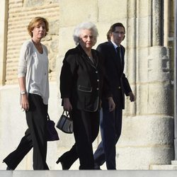 La Infanta Pilar con sus hijos Fernando y Simoneta Gómez-Acebo en el funeral de Kardam de Bulgaria