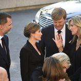 Los Reyes Felipe y Letizia charlan con Guillermo Alejandro y Máxima de Holanda en el funeral de Kardam de Bulgaria