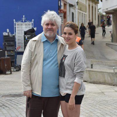 Pedro Almodóvar y Adriana Ugarte en el rodaje de 'Silencio' en Galicia