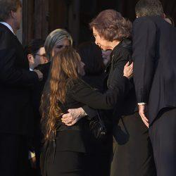 Miriam Ungría hace la gexuflexión a la Reina Sofía en el funeral de Kardam de Bulgaria