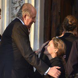 Carla Royo-Villanova hace la genuflexión al Rey Juan Carlos en el funeral de Kardam de Bulgaria