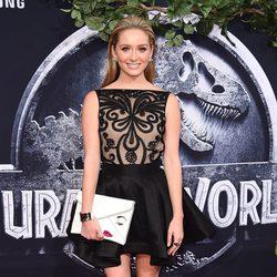 Greer Grammer en el estreno de 'Jurassic World' en Los Angeles