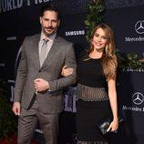 Sofía Vergara y Joe Manganiello en el estreno de 'Jurassic World' en Los Angeles