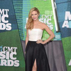 Brittany Snow en los CMT Music Awards 2015